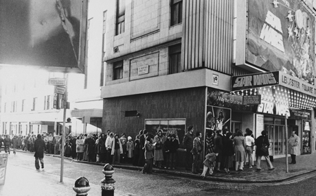 "The queue outside the Leicester Square Theatre for the London opening of the science fiction film ""Star Wars"" on Dec. 27, 1977. Despite the massive publicity, serialization, explanation, and endless analyses of the film's success in America, only a few hundred people queued for opening. (AP Photo/Press Association)"